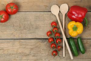 Gesunde Zutaten zum Kochen mit frischem Gemüse